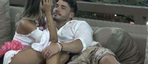Na internet, o peão Lucas Viana está sendo acusado de assédio contra a ex-BBB. (Reprodução/RecordTV)