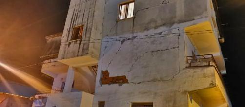 Palazzo danneggiato dal terremoto di 6.5, in Albania, 26 novembre 2019