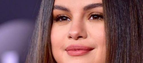 Selena Gomez aurait eu un moment d'anxiété avant de monter sur la scène des AMAS. Credit: Instagram/selenagomez