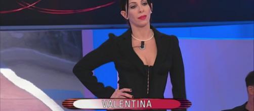 Anticipazioni U&D del 27 novembre: Valentina piange per Simone, sfilata a tema 'Party per 2'.