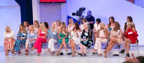Anticipazioni Uomini e donne, puntata del 27 novembre: Gemma preoccupata per le sei dame giunte per conoscere Juan Luis