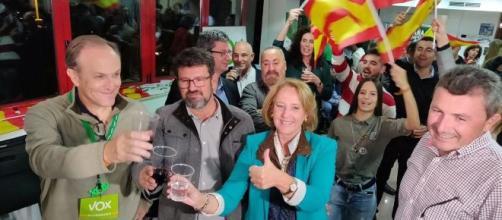 La dirección de VOX Murcia dimite por la sobrecarga de trabajo