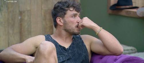 Lucas conversa com Viny sobre roça da semana. (Reprodução/PlayPlus)