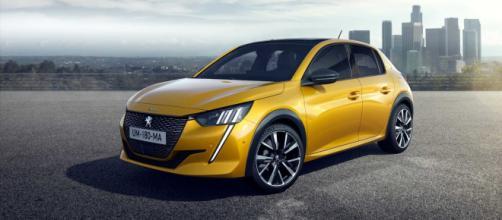 Peugeot 208, una delle favorite per il premio Auto dell'Anno 2020