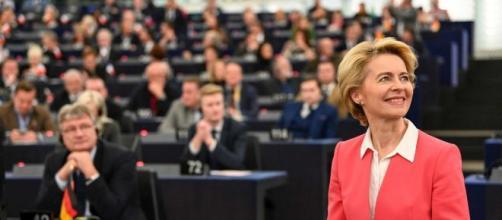 Ue, si insedia la Commissione guidata da Ursula von der Leyen
