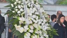 Silvio Santos manda coroa de flores para a família de Gugu Liberato