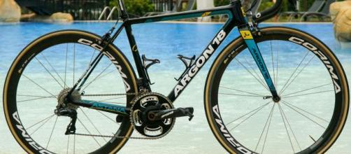 Ciclismo, cambi di bici per le squadre World Tour: Astana lascia Argon 18