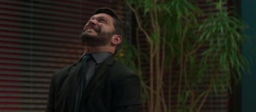 Diogo perde o controle em 'Bom Sucesso'. (Reprodução/TV Globo)