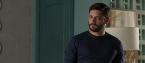 """Diogo vira suspeito em """"Bom Sucesso"""". (Reprodução/TV Globo)"""