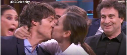 El besazo de Tamara Falcó a Jordi Cruz que dejó a todo el mundo alucinado