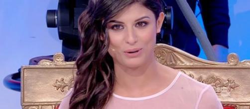 Giulia Cavaglià rimprovera il fidanzato ed imita Deianira Marzano
