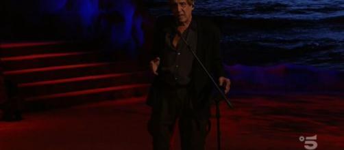 Adrian, il Molleggiato dedica una canzone ad Ilaria Cucchi, lei risponde: 'Grazie'.