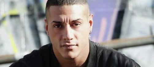 Francesco Chiofalo corre in ospedale: ha il viso gonfio