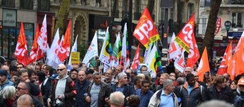 Les Français descendent dans la rue pour lutter contre la réforme sur la retraite de Macron. Credit: Flickr/Jeanne Menjoulet