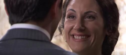 Una Vita, spoiler: Lolita annuncia al marito Antonito di essere incinta