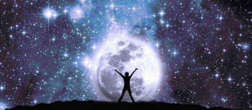 L'oroscopo di domani 4 novembre e classifica: aggiornamenti per Bilancia, Cancro lunatico