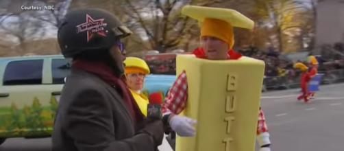 Al Roker got chased by 'butterman' while the rest of the 'Today' family feasted with family for Thanksgiving. [Image Source: ETCanada/YouTube]