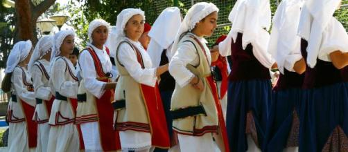 Las danzas tradicionales son formas de expresión colectiva.
