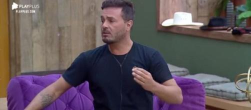 Rodrigo diz que Lucas tinha que virar homem. (Reprodução/Record TV)
