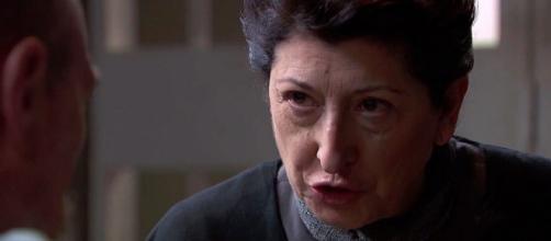 Una Vita, spoiler spagnoli: Ursula incontra Andrade in carcere.