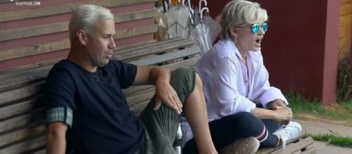 Andréa Nóbrega e Viny Vieira conversaram sobre a prova em 'A Fazenda'. (Reprodução/ Record TV)