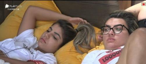 Hariany e Thayse conversam em 'A Fazenda 11'. (Reprodução/RecordTV)
