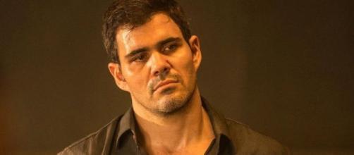 Juliano Cazarré perde a paciência com seguidores após ser alvo de críticas. (Reprodução/TV Globo)