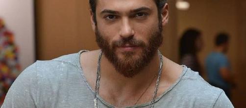 L'attore turco Can Yaman potrebbe essere protagonista di una nuova serie televisiva italiana