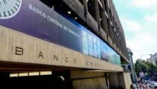 La economía venezolana busca apoyo en el euro para frenar el avance del 'dólar paralelo'