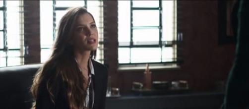 Fabiana protege Josiane em depoimento. (Reprodução/TV Globo)