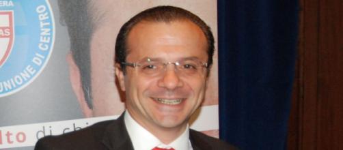 Il sindaco di Messina Cateno De Luca dichiara di avere la leishmaniosi