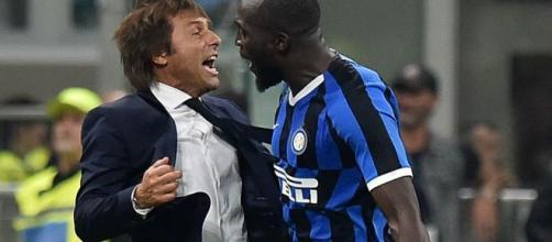 Lukaku esulta con Antonio Conte
