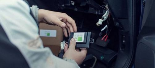 Scatola nera, vantaggi e svantaggi dell'installazione nella propria auto.
