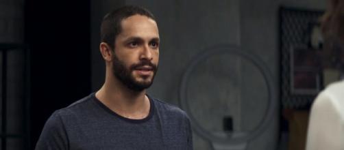 Téo confessa amor a Jô durante julgamento. (Reprodução/ TV Globo)