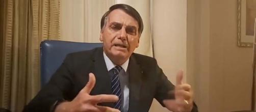 Bolsonaro critica 'Jornal Nacional' durante live. (Reprodução)
