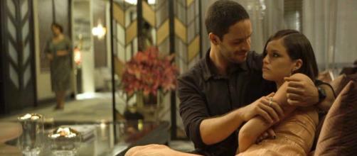 Josiane mente para Téo desde o início do relacionamento. (Divulgação/TV Globo)