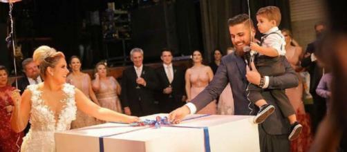 Natália Toscano e Zé Neto fazem chá revelação no meio da festa de casamento. (Reprodução/Instagram/@nataliaftoscano)