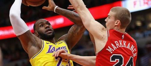 O camisa 23 conduziu sua equipe à sexta vitória consecutiva na NBA. (Arquivo Blasting News)
