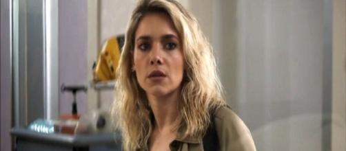 Yohana é pressionada em tribunal. (Reprodução/TV Globo)