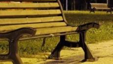 Calabria: donna dorme su una panchina per non perdere il lavoro, ma l'azienda smentisce