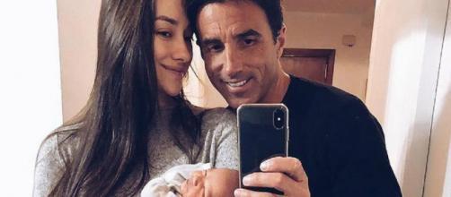 Adara Molinero y Hugo Sierra posan con su hijo Martín. / Instagram