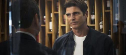 Amadeu e Régis disputam o amor de Maria da Paz em 'A Dona do Pedaço'. (Reprodução/TV Globo)