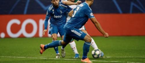 Douglas Costa manda agli ottavi la Juve