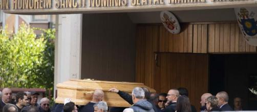 Funerali del 24 enne Luca Sacchi a Roma, assente la fidanzata Anastasia.