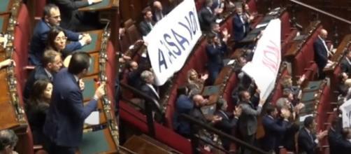 Gli striscioni esposti dalla Lega alla Camera sull'Ex Ilva