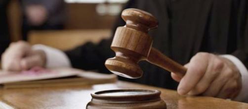 La Corte Suprema di Cassazione ha chiarito che non esiste alcun nesso tra il suicidio dello studente e il mancato preavviso della bocciatura.
