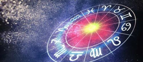 Previsioni oroscopo per la giornata di martedì 19 novembre.