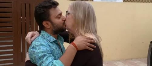TLC's President hinted the return of '90 day Fiance: The Other Way.' [Image Source: TLC/YouTube]