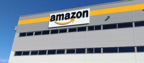 Amazon ricerca operatori di magazzino.