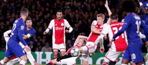 Chelsea y Ajax empataron a 4 en un partido vibrante. www.ghentertainers.com